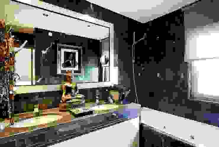 casa de banho/bathroom: Casas de banho  por 3L, Arquitectura e Remodelação de Interiores, Lda