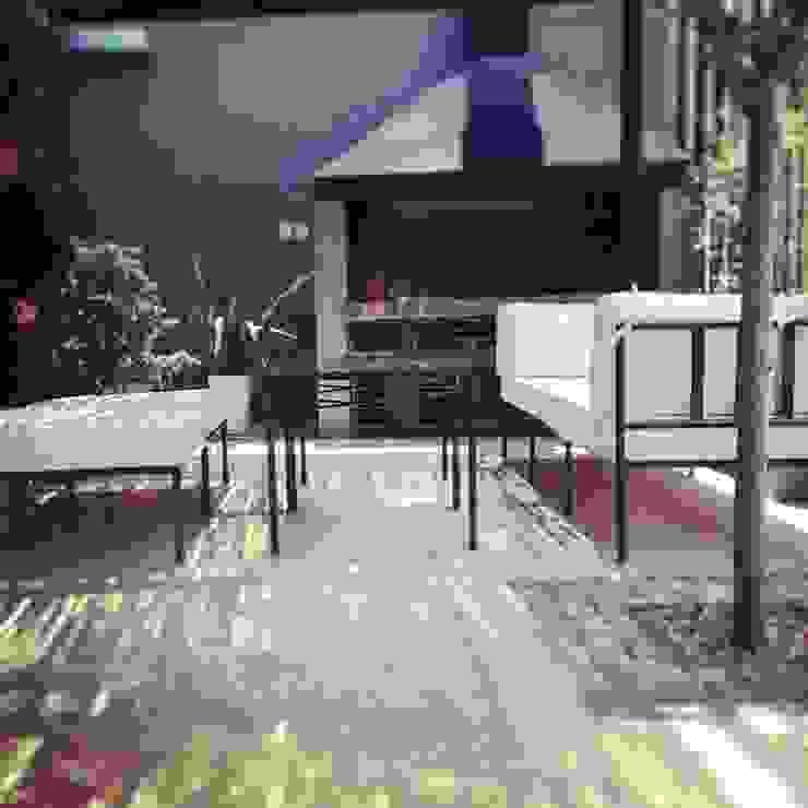 LINEA CLASICA - terraza vivienda familiar de 72 diseño exterior Moderno