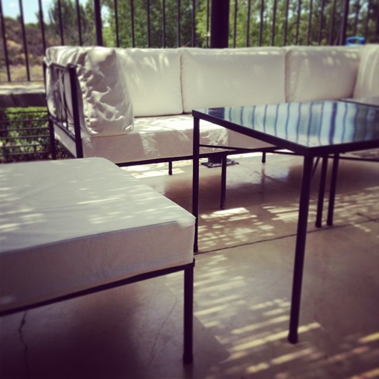 LINEA CLASICA – terraza vivienda familiar de 72 diseño exterior Moderno