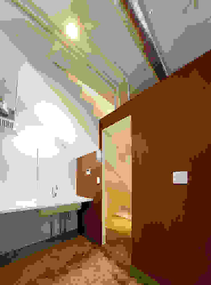 再生のカタチ モダンスタイルの お風呂 の デザインプラネッツ一級建築士事務所 モダン