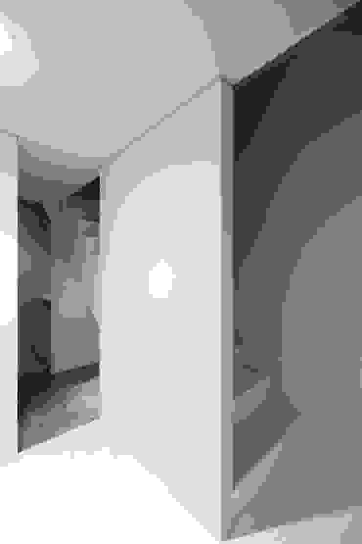 再生のカタチ モダンスタイルの 玄関&廊下&階段 の デザインプラネッツ一級建築士事務所 モダン