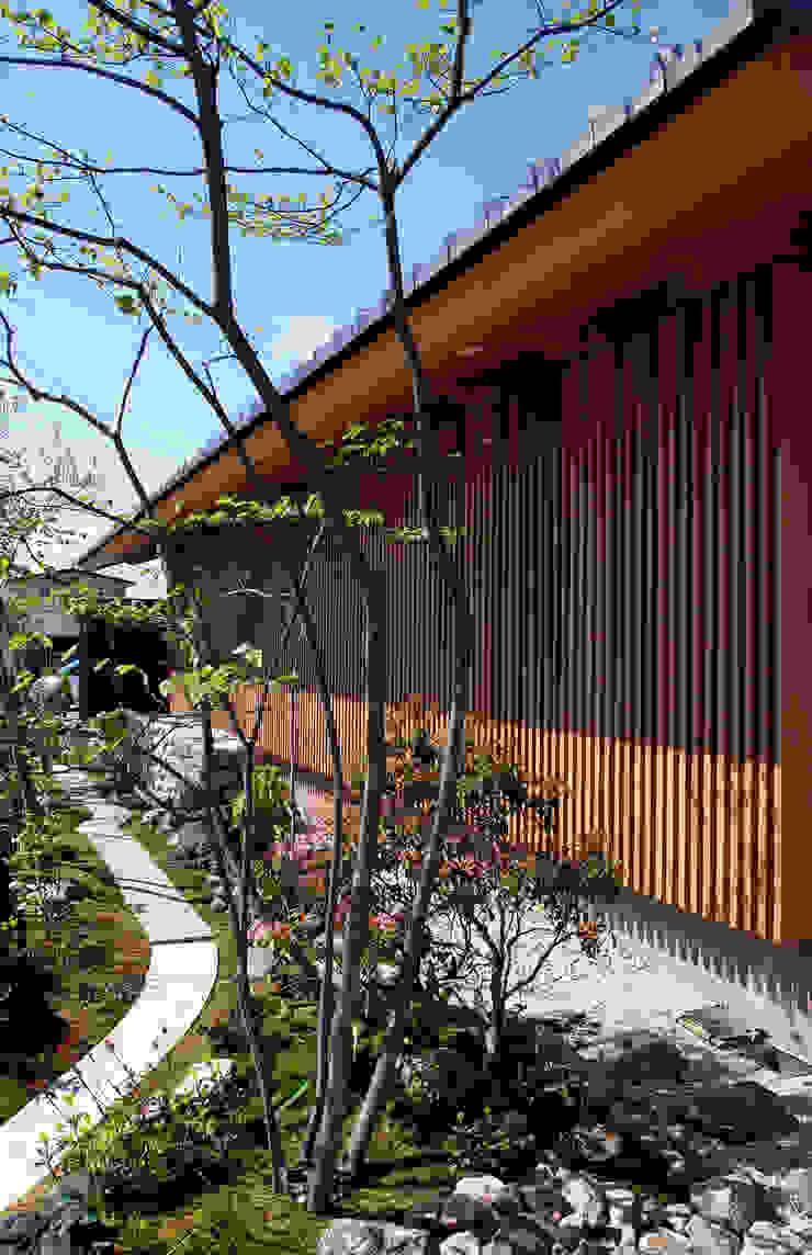 東側外観と庭 オリジナルな 家 の 株式会社サン工房 オリジナル