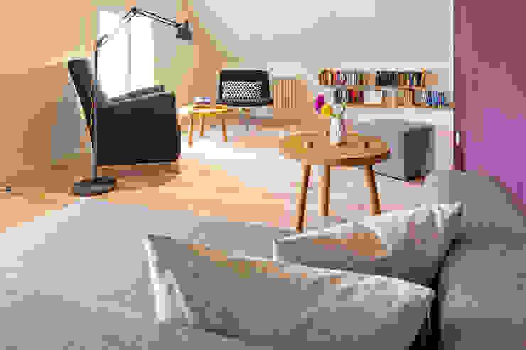 스칸디나비아 거실 by Planungsgruppe Barthelmey 북유럽