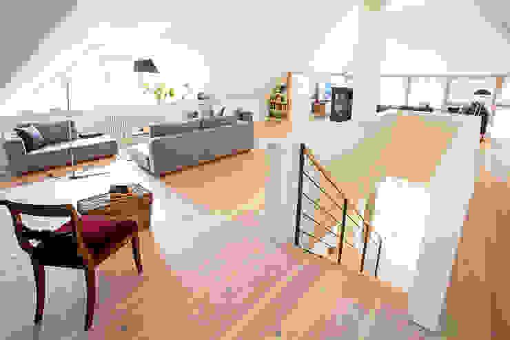 Salas de estar escandinavas por Planungsgruppe Barthelmey Escandinavo