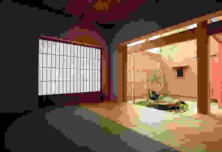和室から見た中庭 オリジナルデザインの 多目的室 の 株式会社サン工房 オリジナル