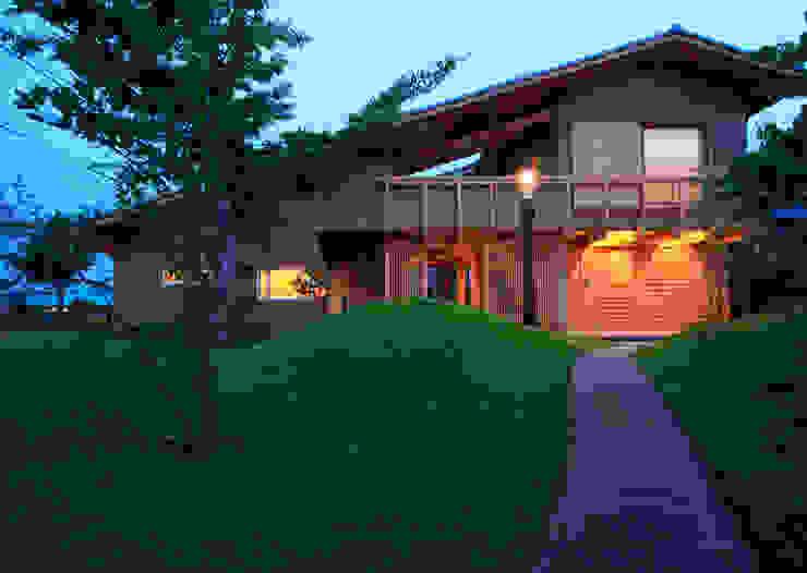 夕景:北側外観 オリジナルな 家 の 株式会社サン工房 オリジナル