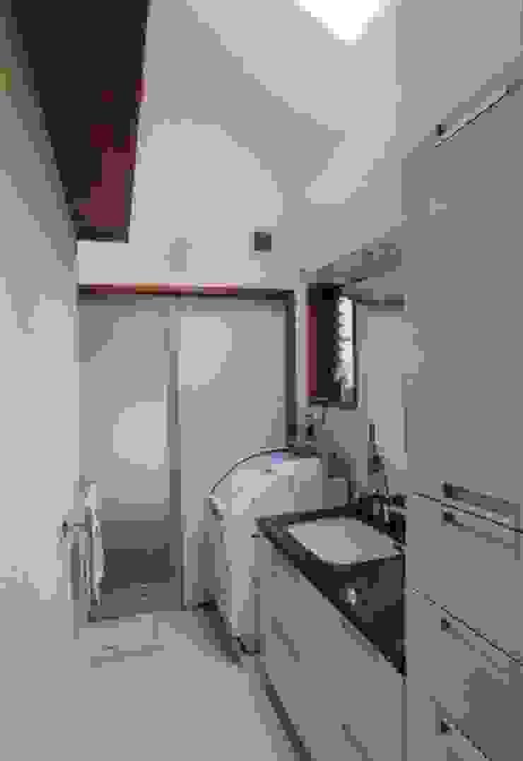 夙川の家 モダンスタイルの お風呂 の 株式会社 atelier waon モダン