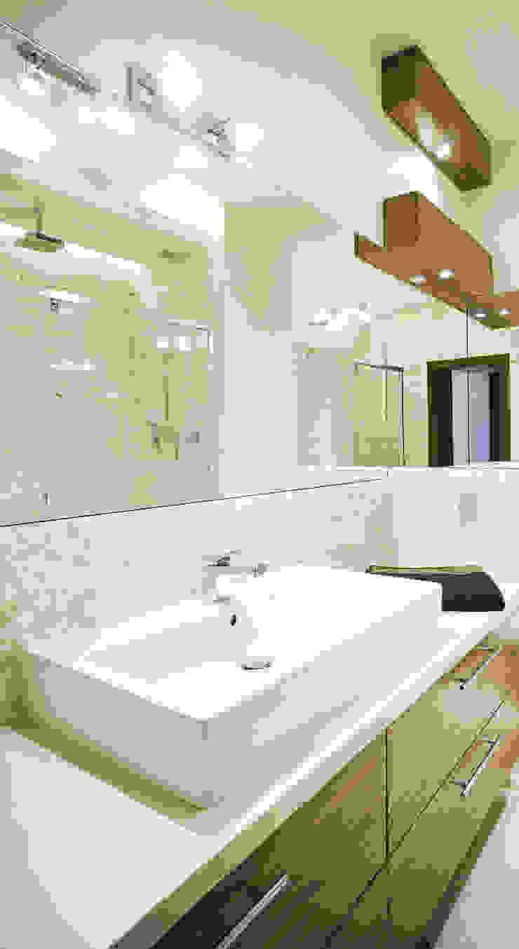 Baños de estilo moderno de More Than Design Moderno