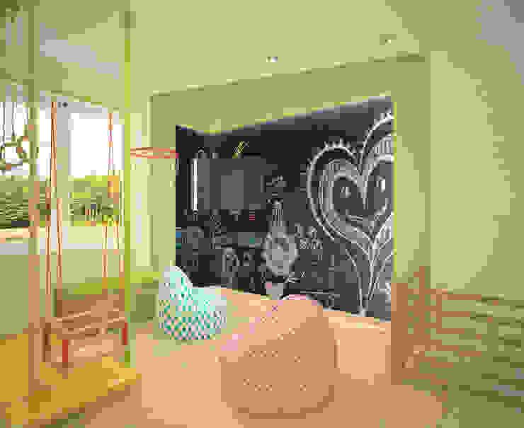 Pasillos, vestíbulos y escaleras de estilo minimalista de Студия дизайна Виктории Силаевой Minimalista
