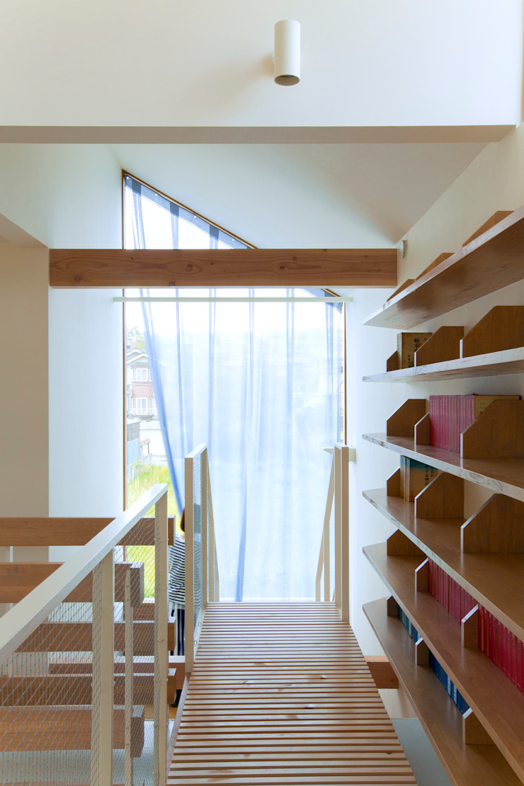 Pasillos, vestíbulos y escaleras de estilo ecléctico de fabricscape Ecléctico