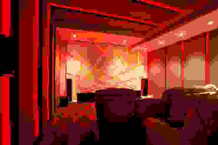 NEMI VILLA Modern media room by INNERSPACE Modern