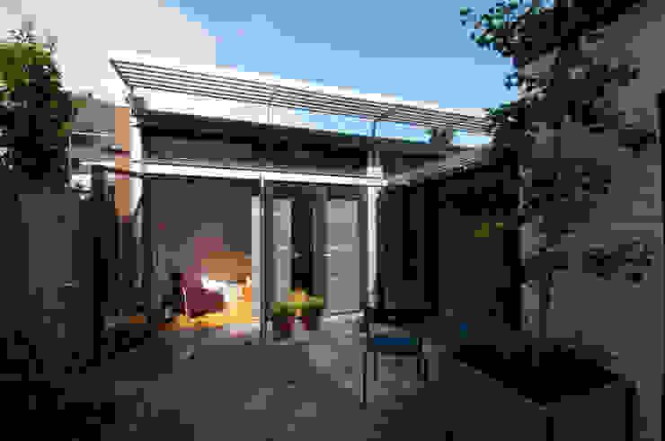 gevel uitbreiding werkkamer Moderne huizen van JANICKI ARCHITECT Modern Metaal