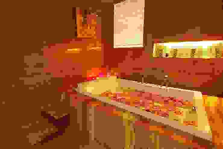 NEMI VILLA Modern bathroom by INNERSPACE Modern