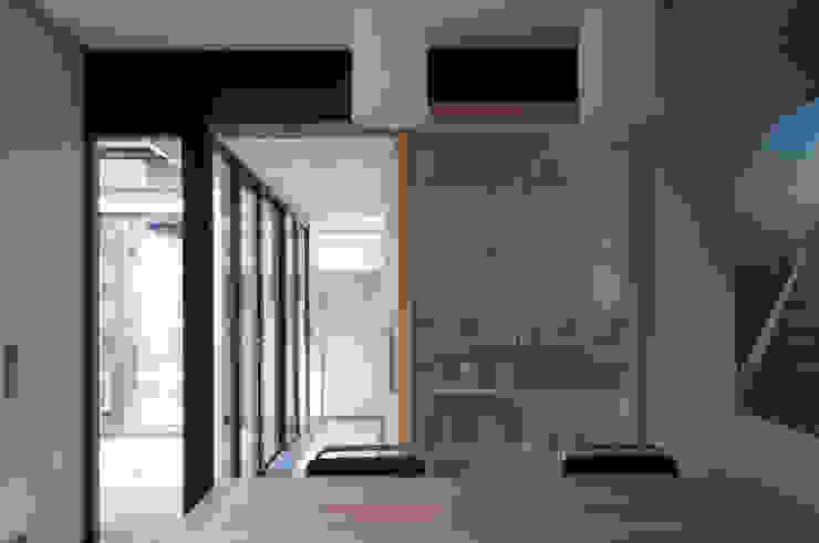 verbinding - gang naar werkkamer Moderne keukens van JANICKI ARCHITECT Modern