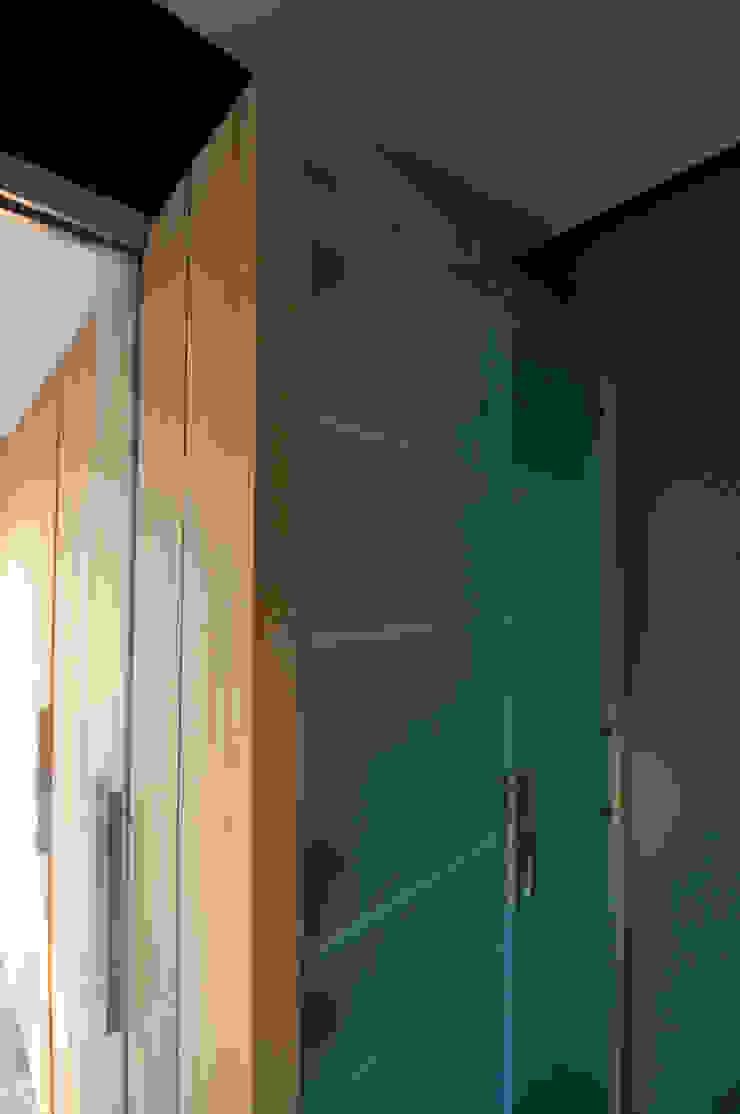 kastenwand Moderne keukens van JANICKI ARCHITECT Modern