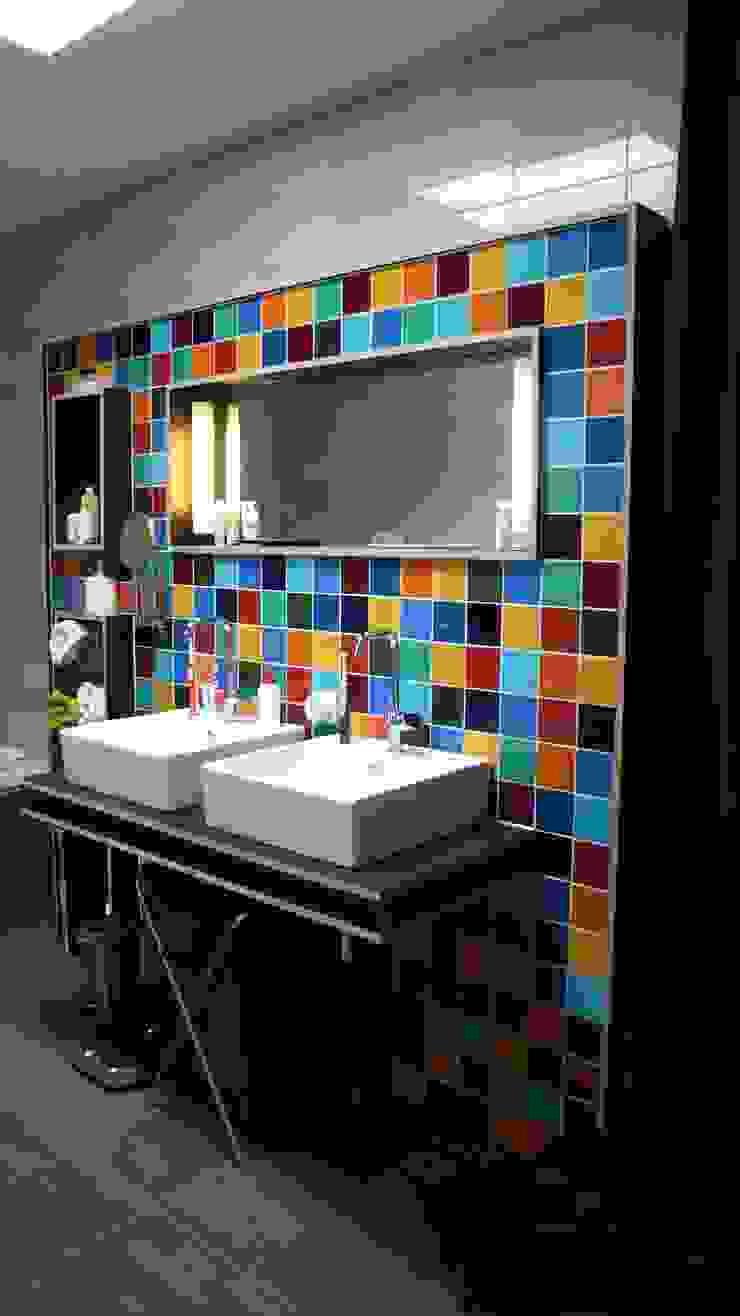 Verbouwing woonhuis Rosmalen Moderne badkamers van JANICKI ARCHITECT Modern Keramiek