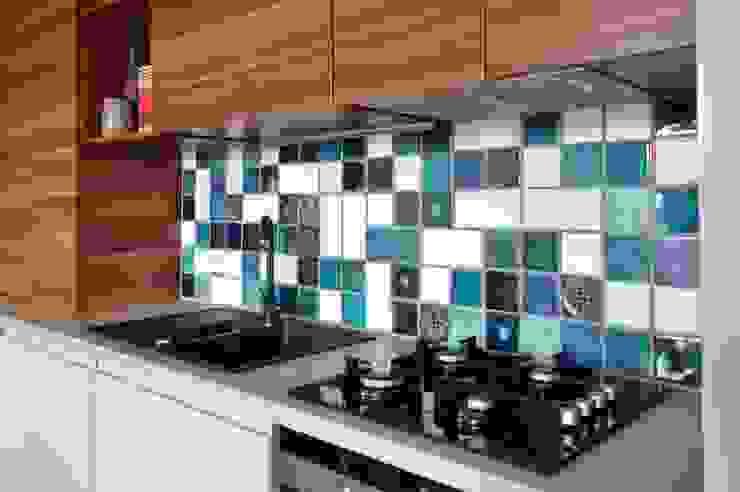 Miętowy salon z aneksem kuchennym: styl , w kategorii Kuchnia zaprojektowany przez PRACOWNIA PROJEKTOWA Ewelina Kot,Eklektyczny