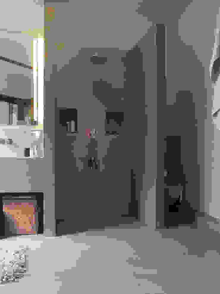 Modern style bathrooms by Meylenstein Modern