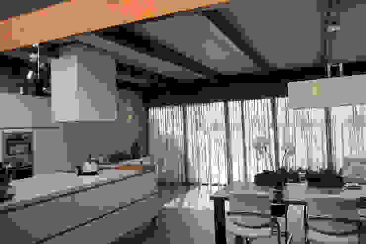 Uitbreiding woning Terschelling Moderne keukens van Heldoorn Ruedisulj Architecten Modern