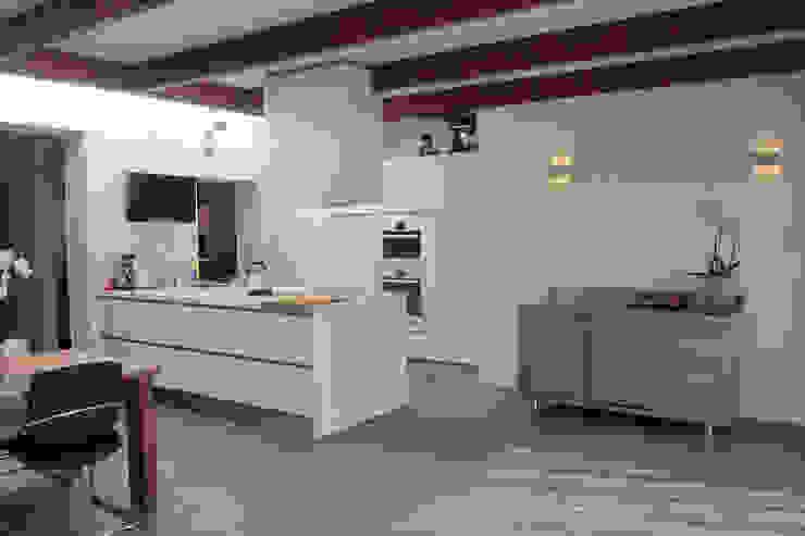 Cucina moderna di Heldoorn Ruedisulj Architecten Moderno
