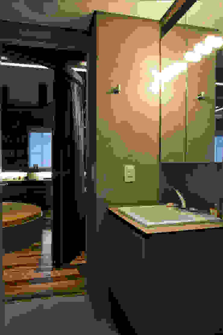 Interior | Apartamento – IV Banheiros modernos por ARQdonini Arquitetos Associados Moderno