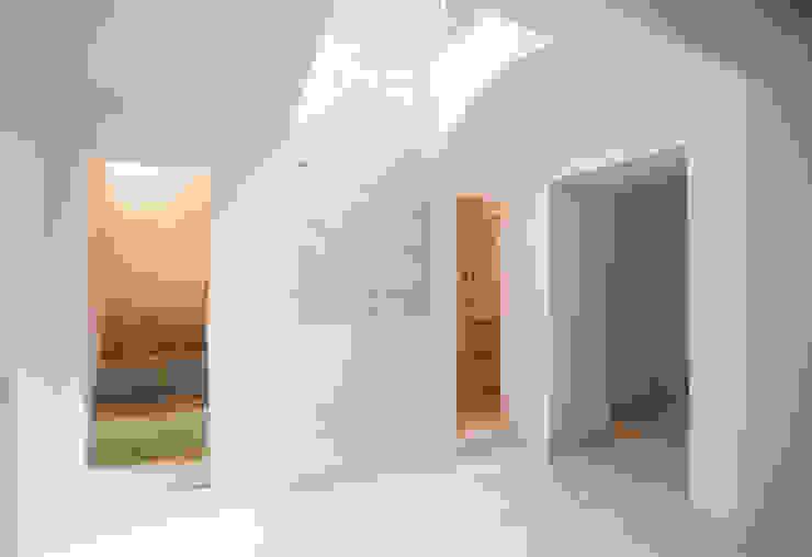 Murs & Sols modernes par LOLA Moderne