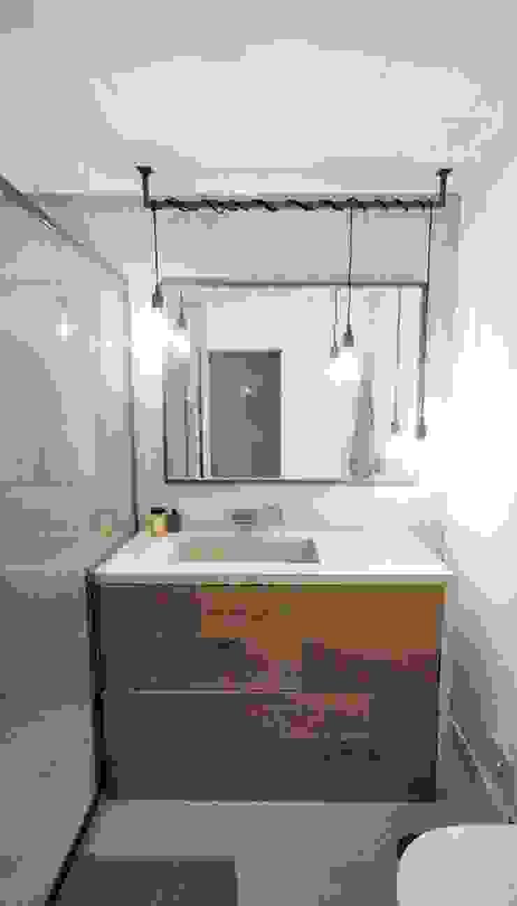 Phòng tắm phong cách hiện đại bởi MARQA - Mello Arquitetos Associados Hiện đại