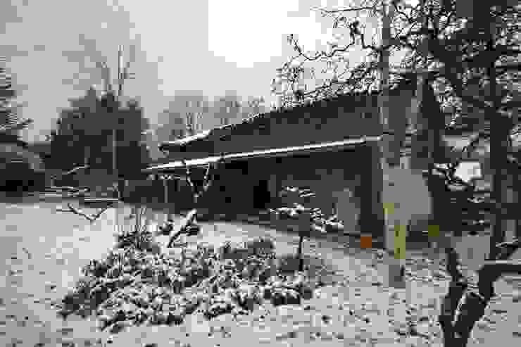Face nord de la grange avant travaux de rénovation Maisons originales par KREA Koncept Éclectique