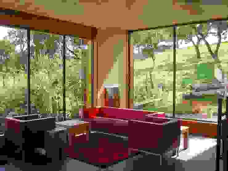من Architekturbüro Dr. Görstner حداثي خشب Wood effect