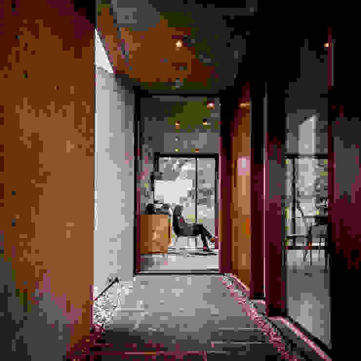 Arq. Santiago Viale Lescano Nowoczesny korytarz, przedpokój i schody
