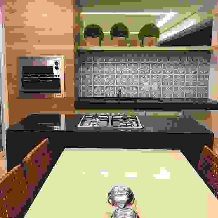 Varanda Gourmet – Madeira e azulejos Varandas, alpendres e terraços modernos por Palloma Meneghello Arquitetura e Interiores Moderno