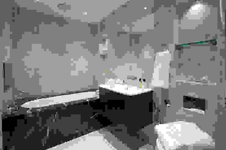 Ванная комната в . Автор – JHR Interiors,