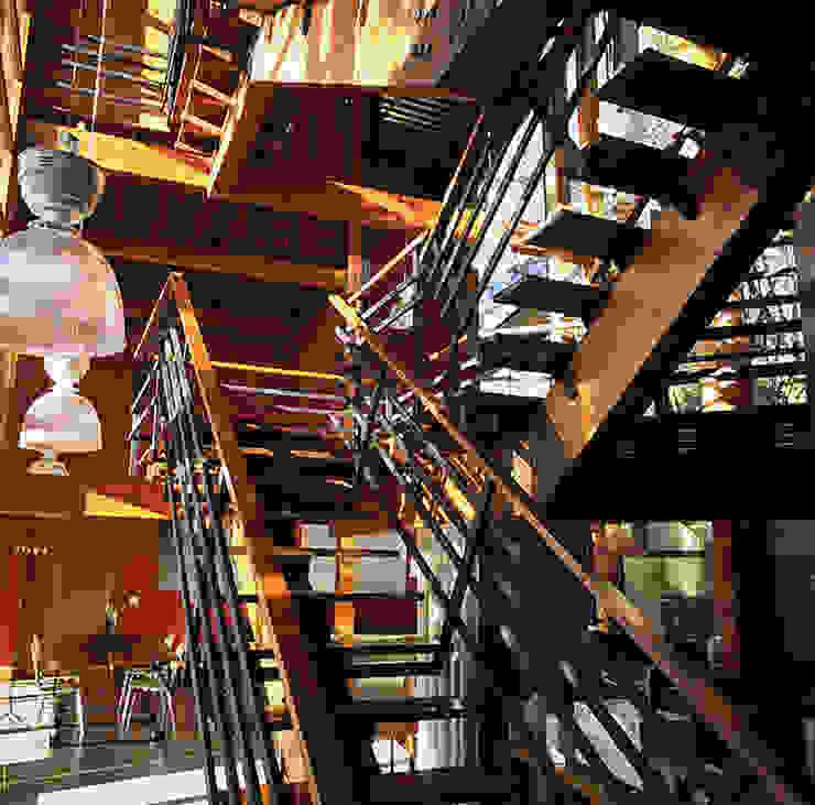 Vila del Rey House Couloir, entrée, escaliers industriels par Vazio S/A Industriel