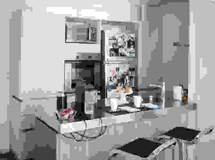 Moderne Küchen von MeMo arquitectas Modern