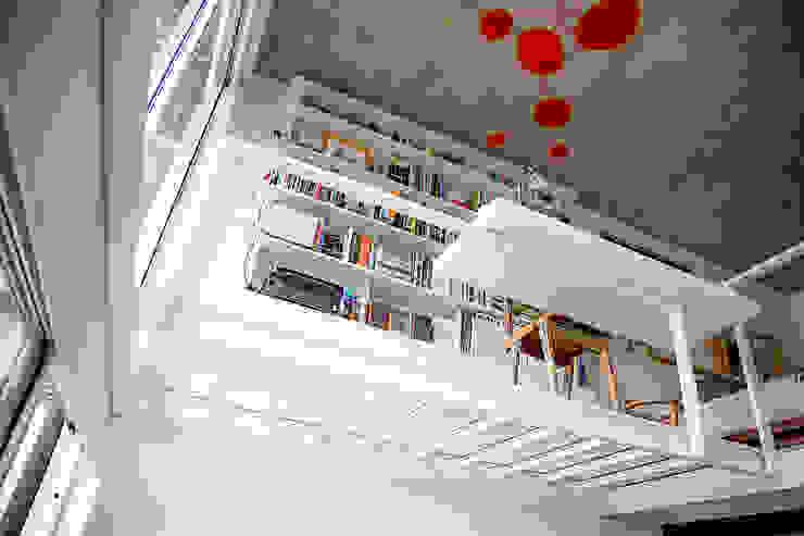 モダンデザインの 書斎 の MeMo arquitectas モダン