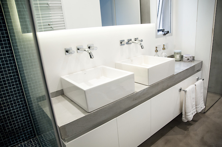 Bathroom by MeMo arquitectas, Modern
