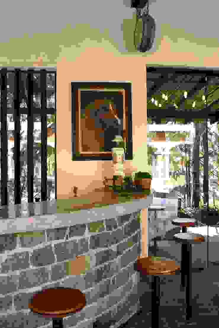 Bar integrado ao Living e Varanda Salas de estar rústicas por Daniela Zuffo Arquitetura e Interiores Rústico