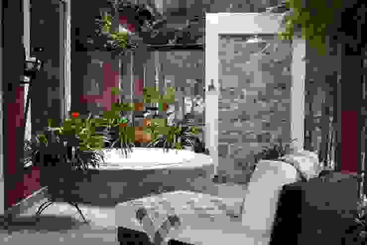 Varanda com Hidromassagem Varandas, alpendres e terraços rústicos por Daniela Zuffo Arquitetura e Interiores Rústico