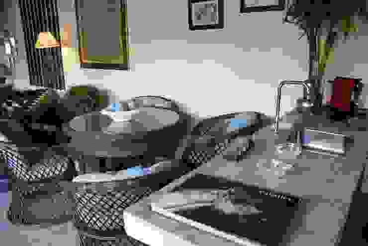 Bar integrado ao Living Salas de estar rústicas por Daniela Zuffo Arquitetura e Interiores Rústico