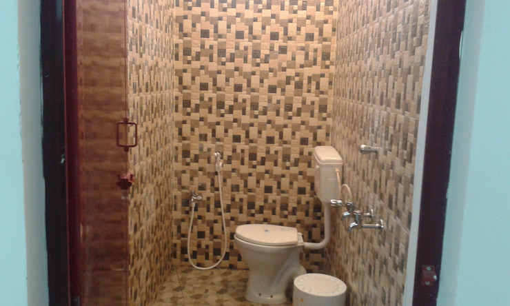South Indian Studio Type Farm House Tropical style bathroom by NISHA MIDAS CONSTRUCTION Tropical Tiles