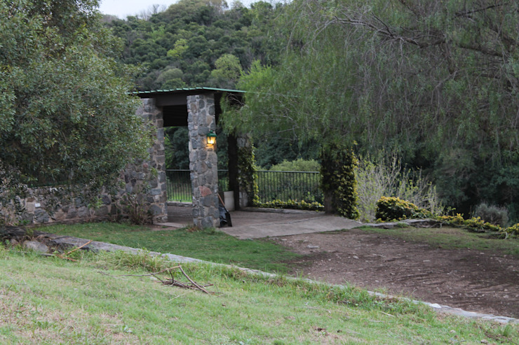 INTENSA VEGETACION Jardines rústicos de Casas de Campo Rústico Piedra