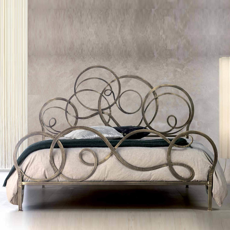 'Azzurra' Hand made wrought iron Italian bed by Cosatto por My Italian Living Moderno Ferro/Aço