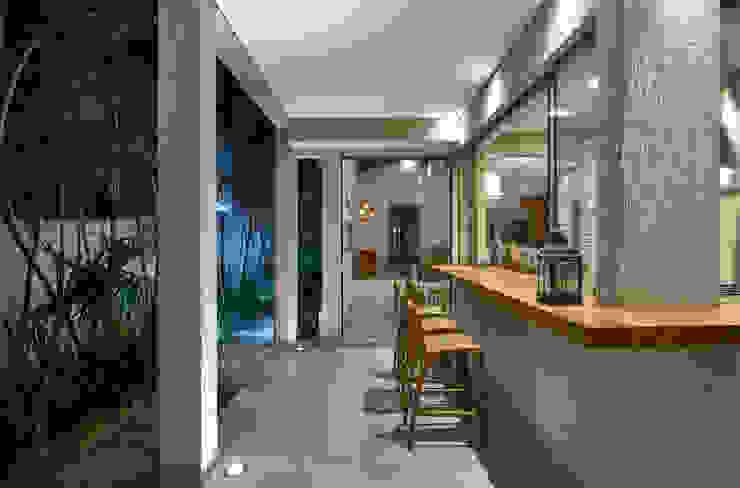 Modern style balcony, porch & terrace by Isabela Canaan Arquitetos e Associados Modern