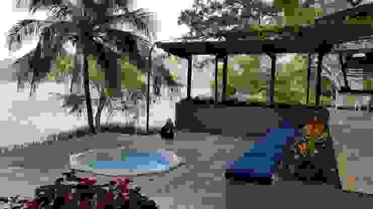 Pool by Grupo Boes, Modern