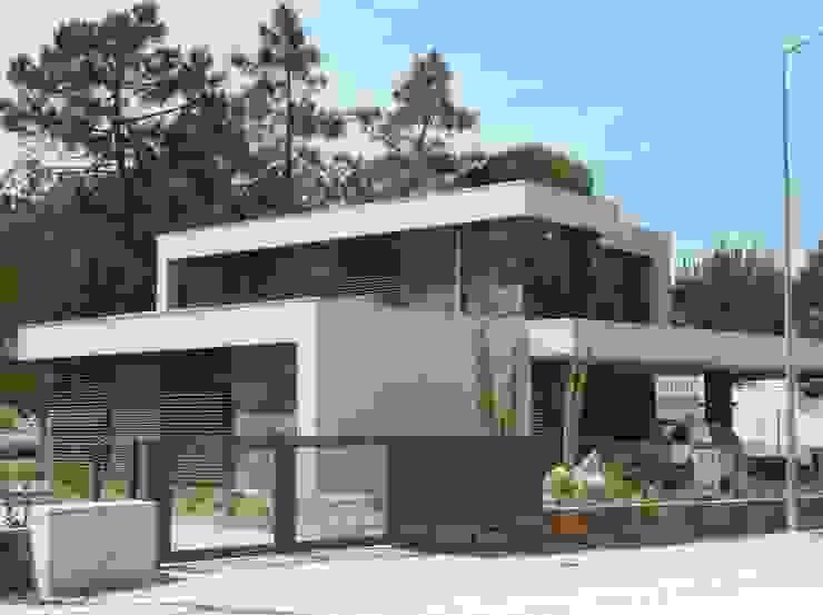 Moradia Uni-familiar - Lagoa de Albufeira, Sesimbra por Trindade Arquitectura Minimalista