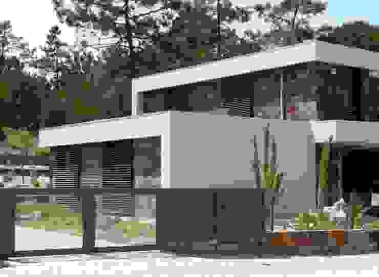 Moradia Uni-familiar – Lagoa de Albufeira, Sesimbra por Trindade Arquitectura Minimalista