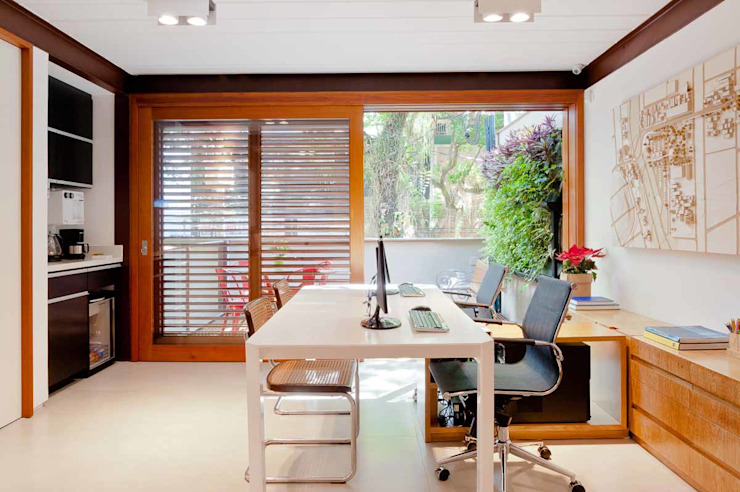 Study/office by MPV Arquitetura Ltda, Tropical Solid Wood Multicolored