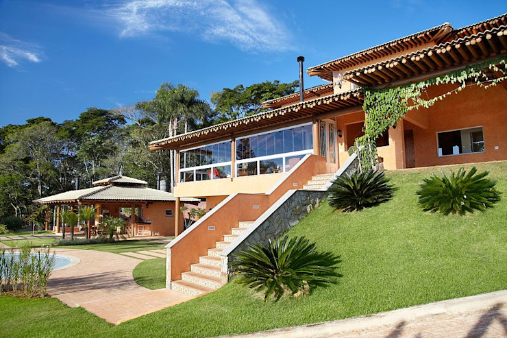 Rustic style house by Moran e Anders Arquitetura Rustic