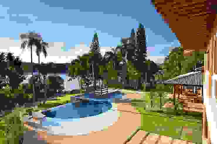 Área de lazer - piscina com borda infinita Casas rústicas por Moran e Anders Arquitetura Rústico
