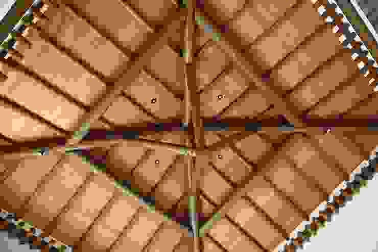 Detalhe do forro e estrutura do telhado Salas de estar rústicas por Moran e Anders Arquitetura Rústico